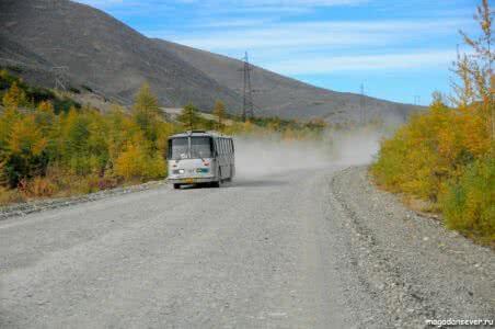 Тенькинская трасса, автобус