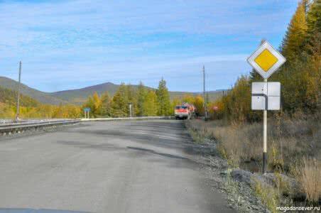 Тенькинская трасса, близ Нелькобы, поворот на Школьный